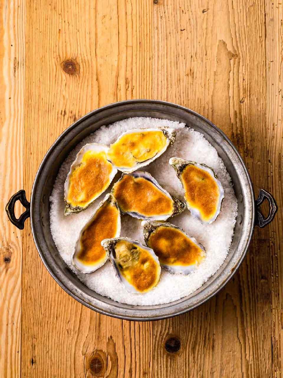 Austern zubereiten - Rezept - Überbackene Austern