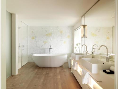 Bathroom  Hotel Camiral