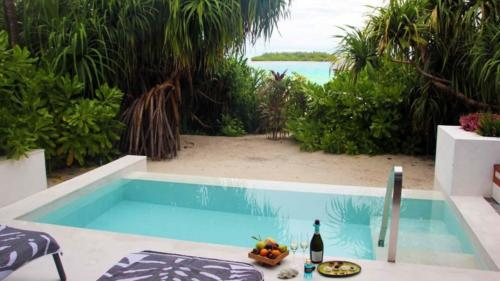 Westin-Maldives-Mirandhoo-Resort-pool